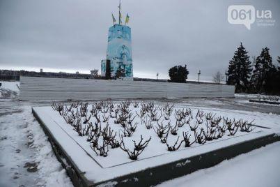 obnesli-zaborom-na-ploshhadi-zaporozhskoj-gotovyatsya-demontirovat-postament-pamyatnika-leninu-1.jpg