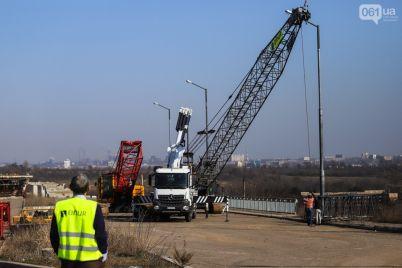 obustraivayutsya-i-zavozyat-tehniku-chto-proishodit-na-strojke-mostov-foto-1.jpg