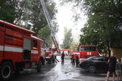 ognennaya-lovushka-na-12-etazhe-zagorelsya-balkon-s-pozhilym-muzhchinoj-1.jpg