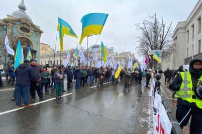 opyat-mitinguyut-fopy-perekryvayut-czentralnye-uliczy-kieva.jpg