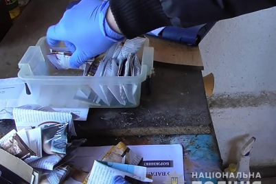 osobo-opasnyj-narkotik-hranil-u-sebya-doma-zhitel-zaporozhskoj-oblasti-foto-video.jpg