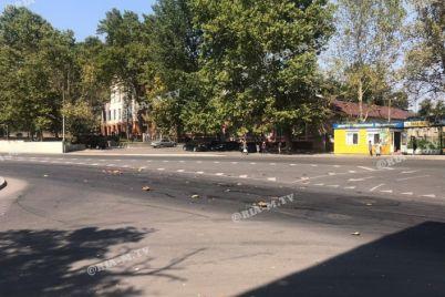 ostorozhno-arbuzy-v-zaporozhskoj-oblasti-v-rezultate-dtp-proezzhaya-chast-usypana-bahchevymi-foto.jpg