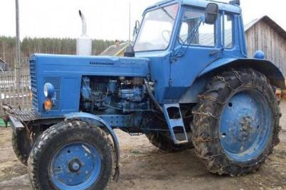 ostorozhno-traktor-v-zaporozhskoj-oblasti-pyanyj-voditel-razuezzhal-po-nochnym-dorogam-na-specztehnike.png