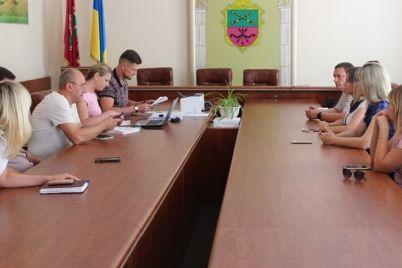 palatki-vozle-kafe-samovolnoe-stroitelstvo-i-lozhnyj-vyzov-v-zaporozhe-adminkomissiya-oshtrafovala-narushitelej.jpg