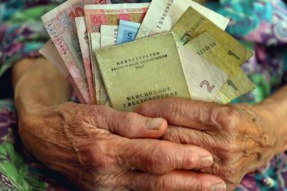 peredaj-babushke-komu-i-na-skolko-povysyat-pensii-v-ukraine-v-2021-godu.png