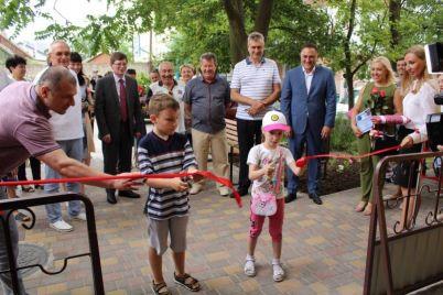 pereselenczy-iz-donbassa-poluchili-kvartiry-v-kurortnom-gorode-zaporozhskoj-oblasti.jpg