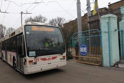 pervyj-evropejskij-trollejbus-s-garmoshkoj-vyshel-na-odin-iz-samyh-dlinnyh-marshrutov-zaporozhya.jpg