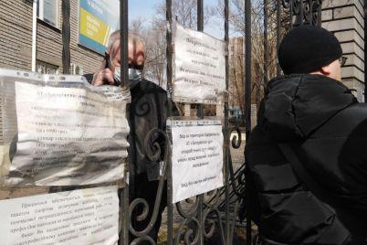 pid-budivleyu-pat-zaporizhgaz-blizko-40-lyudej-vlashtuvali-akcziyu-protestu-foto-video.jpg