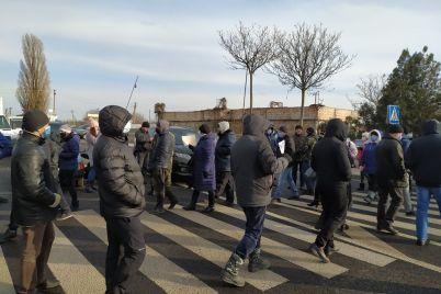 pid-zaporizhzhyam-prodovzhuyut-protesti-proti-kaolinovogo-kard194ru-foto.jpg
