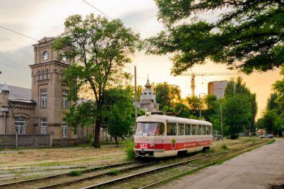 plyus-dva-v-zaporozhe-na-liniyu-vyshli-evropejskie-tramvai.jpg