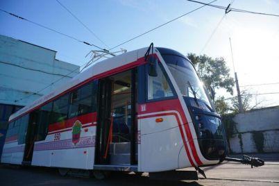 plyus-odin-v-zaporozhe-sobrali-obnovlennyj-tramvaj.jpg