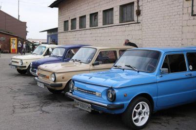 po-glavnomu-prospektu-goroda-proehali-glamurnye-zaporozhczy-foto.jpg