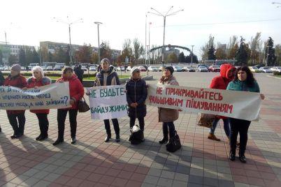 pod-stenami-zaporozhskoj-obladministraczii-mitingovali-protiv-zakrytiya-internata.jpg