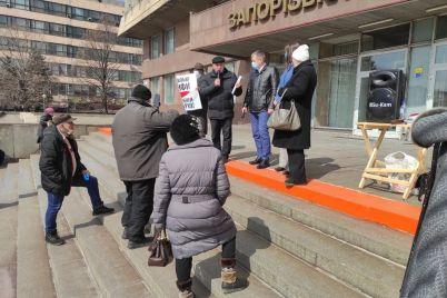 pod-stenami-zaporozhskoj-oga-proshel-miting-protiv-vysokih-tarifov-foto.jpg