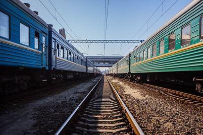pod-zaporozhem-elektrichka-sbila-zhenshhinu-stoyavshuyu-na-perrone.jpg