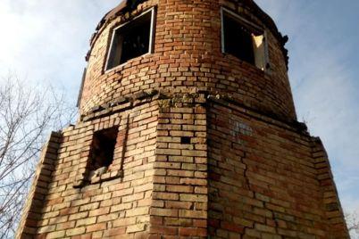 pod-zaporozhem-mestnye-zhiteli-nachali-spasat-starinnuyu-observatoriyu-foto-video.jpg