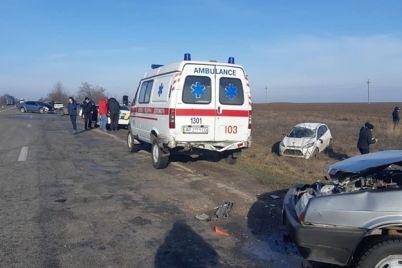 pod-zaporozhem-stolknulis-7-avtomobilej-v-avariyu-popali-policziya-i-skoraya-video.jpg