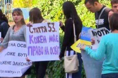 pod-zaporozhskim-liczeem-roditeli-nevakczinirovannyh-detej-ustroili-miting-video.jpg