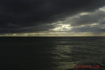 pogoda-v-kirrilovke-prepodnesla-otdyhayushhim-nepriyatnyj-syurpriz-na-kurort-nadvigaetsya-shtorm-video.jpg