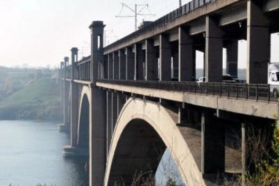 pokonchil-zhizn-samoubijstvom-paren-sprygnul-s-mosta-preobrazhenskogo.jpg