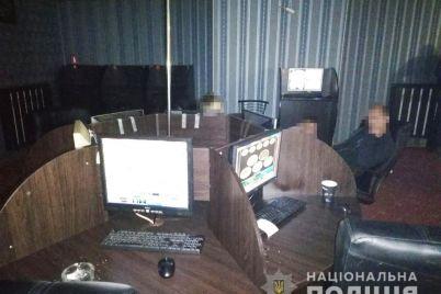 policzejskie-nashli-eshhe-odno-podpolnoe-kazino-v-czentre-zaporozhya-izuyali-kompyutery-i-dengi-foto.jpg