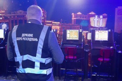 policzejskij-iz-zaporozhskoj-oblasti-organizoval-set-igornyh-zavedenij-video.jpg