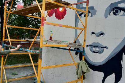 polyubujsya-na-baburke-poyavilsya-patrioticheskij-mural-video.jpg