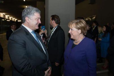 poroshenko-v-parizhi-pogovoriv-z-merkel-pro-normanskij-samit.jpg