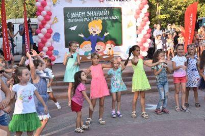 portfel-dlya-pervoklassnika-yunye-zaporozhczy-poluchili-klassnye-podarki.jpg