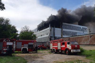 pozhar-na-obuvnoj-fabrike-v-zaporozhe-tushili-60-spasatelej-foto-video.jpg