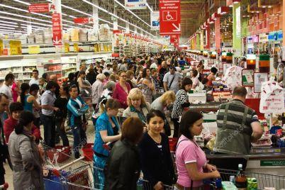 prednovogodnij-kollaps-v-zaporozhskih-supermarketah-lyudi-stoyat-na-kassah-do-soroka-minut-foto.jpg