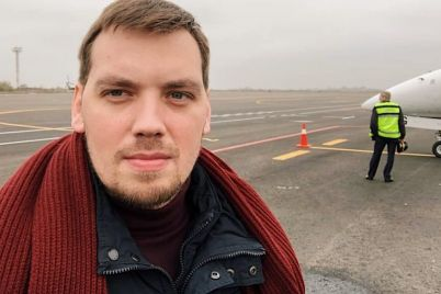 premer-goncharuk-sdelal-selfi-v-aeroportu-zaporozhya-i-poobeshhal-dengi-foto.jpg