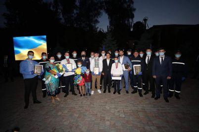 prezident-nagradil-zhitelya-zaporozhskoj-oblasti-za-spasenie-devochki-foto.jpg