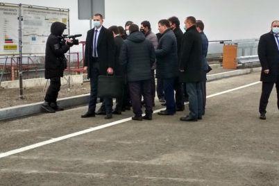 prezident-ukrainy-priehal-v-zaporozhe-otkryvat-novyj-most-foto.jpg