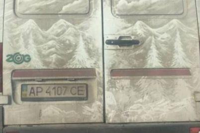 prikolno-zaporozhecz-prevratil-gryaznyj-mikroavtobus-v-proizvedenie-iskusstva-1.jpg