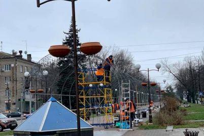 pristupili-k-ukrasheniyu-na-bulvare-shevchenko-otkroetsya-novogodnij-gorodok-1.jpg