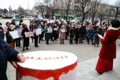 priyut-dlya-zhertv-domashnego-nasiliya-i-ravnye-prava-v-zaporozhe-proshyol-marsh-zhenshhin-i-akcziya-smotri-kuda-zhmyosh-fotoreportazh.jpg