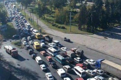 proezd-po-plotine-dneproges-perekryvayut-dlya-krupnogabaritnogo-transporta-vo-skolko-obojdetsya-remont.jpg