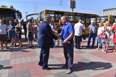 pyat-gromad-zaporozhskoj-oblasti-poluchili-novenkie-shkolnye-avtobusy-foto.jpg