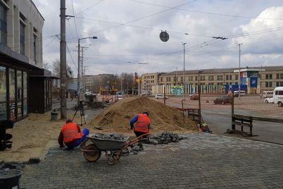 rabota-kipit-kak-v-zaporozhe-prodvigaetsya-rekonstrukcziya-privokzalnoj-ploshhadi.jpg