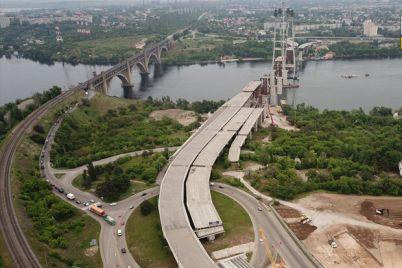 rabotayut-kruglosutochno-kogda-planiruyut-zavershit-stroitelstvo-zaporozhskih-mostov.jpg