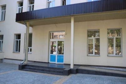 remontnye-raboty-v-novoj-zaporozhskoj-poliklinike-vyhodyat-na-finish-foto.jpg