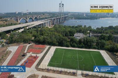 rezinovoe-pokrytie-i-taktilnaya-plitka-na-horticze-postroili-sovremennyj-stadion-foto.jpg