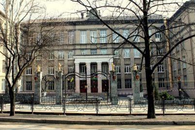 rodilsya-v-rubashke-v-zaporozhskoj-shkole-podrostok-perezhil-klinicheskuyu-smert.jpg