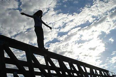 rokovoj-shag-devushka-pokonchila-zhizn-samoubijstvom-sprygnuv-s-mosta-preobrazhenskogo-video.jpg