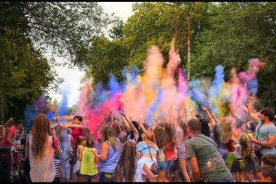 rozfarbuvali-svij-nastrij-u-zaporizhzhi-vidbuvsya-festival-farb.jpg