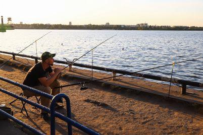 rybaki-i-zakat-provozhaem-leto-v-rechnom-portu-zaporozhya-fotoreportazh.jpg