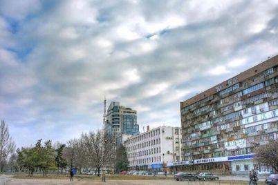 rychal-i-materilsya-v-czentre-zaporozhya-razuyarennyj-muzhchina-pokusal-policzejskih-video.jpg