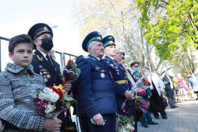 s-czvetami-i-veteranami-kak-otmetili-den-pobedy-v-zaporozhe.jpg