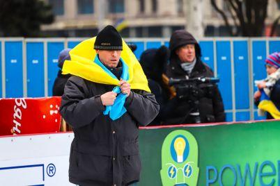 s-flagami-i-na-konkah-v-zaporozhe-ustroili-patrioticheskij-fleshmob-fotoreportazh.jpg